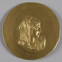 roman_-_medallion_with_olympias_-_walters_592_-_obverse